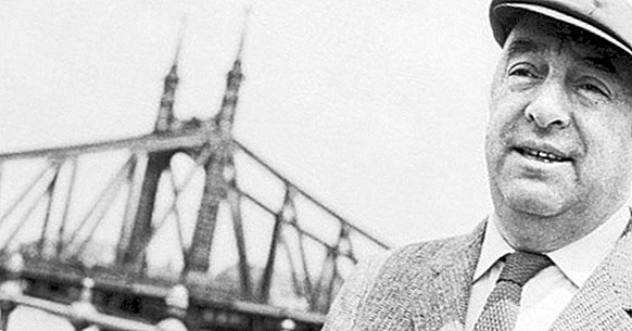 50 phrases by Pablo Neruda (with great romantic value)