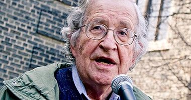 Noam Chomsky: biographie d'un linguiste anti-système - biographies